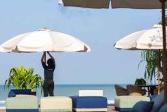14.-Noku-Beach-House---Staff-attend-to-every-detail