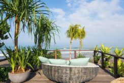 Noku Beach House - Absolute Beachfront Villa in Seminyak