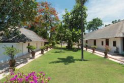 14.-Villa-Batujimbar---Lawn