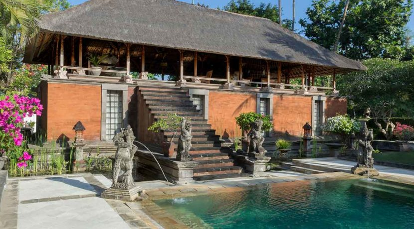 19.-Villa-Batujimbar---Lembu-bale-and-pool
