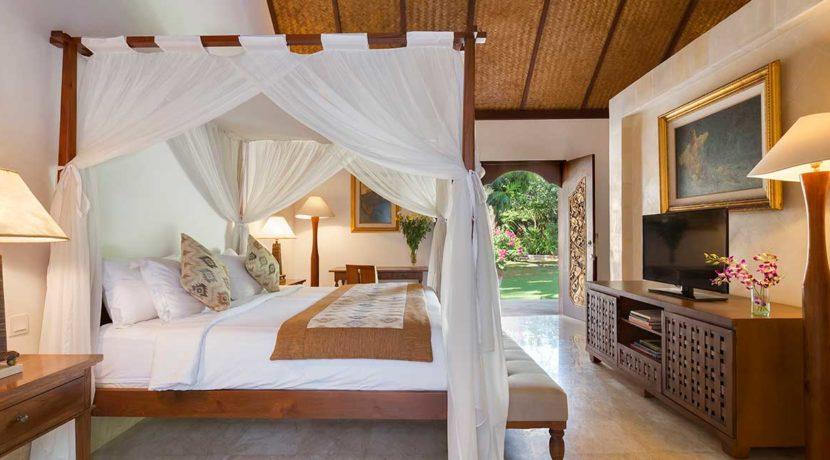 20.-Villa-Batujimbar---Longhouse-bedroom-two