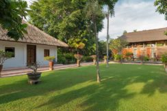 26.-Villa-Batujimbar---Lawn-in-front-of-Lembu-bale