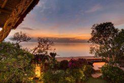31.-Villa-Batujimbar---Garden-by-beach-access