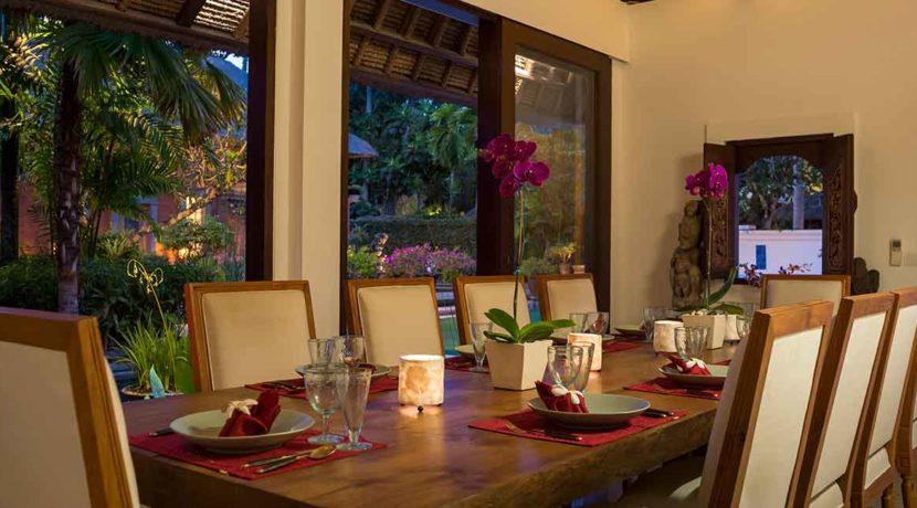 6.-Villa-Batujimbar---Dining-room-at-night