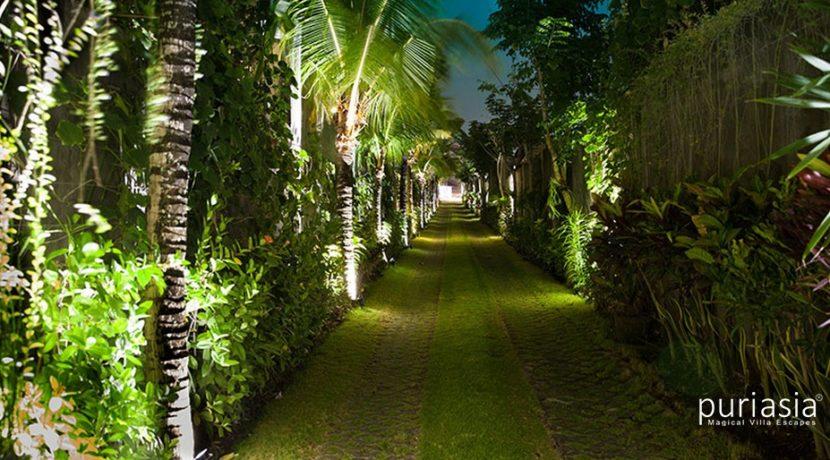 Villa Arjuna  - Enterance Driveway
