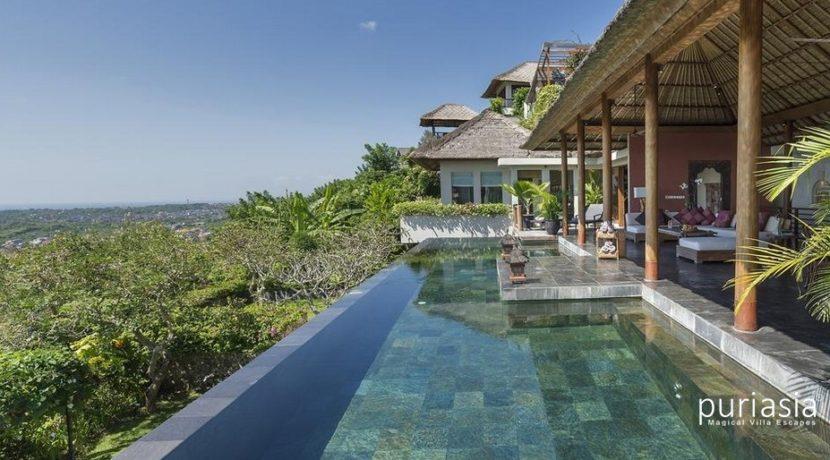 The Longhouse Villa - Pool and Villa