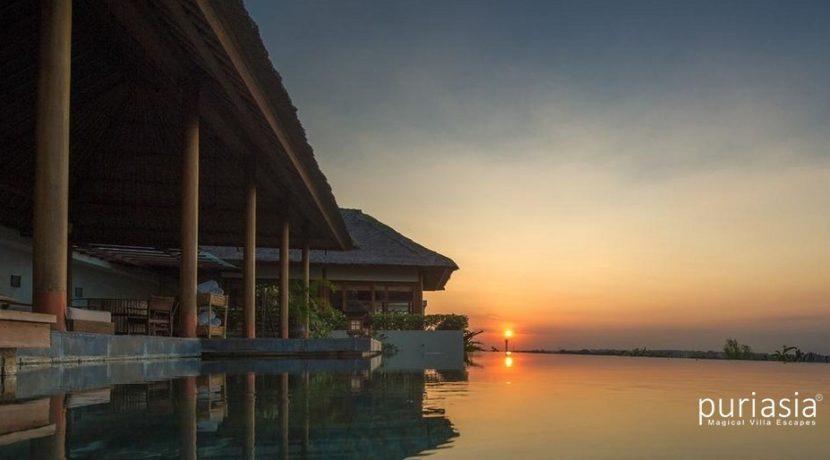 The Longhouse Villa - Pool and Villa at Sunset