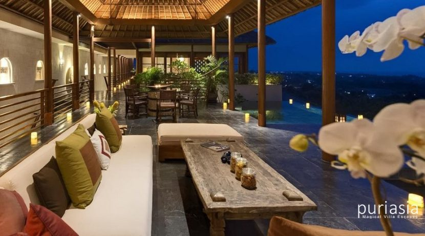 The Longhouse Villa - Living Area