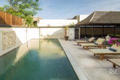 villa-bayu-gita-residence-pool-and-deckchairs