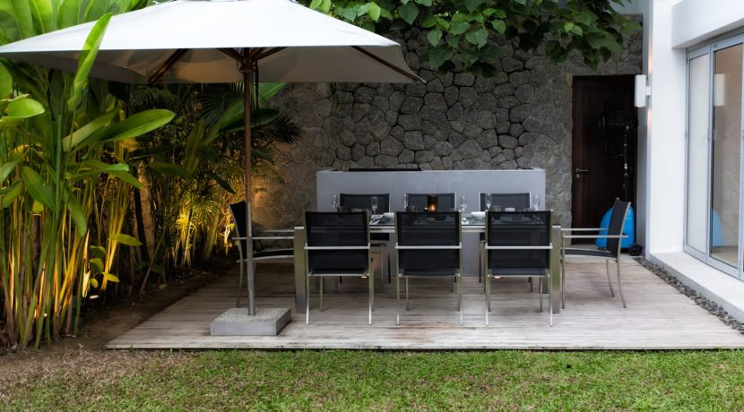 Napalai Surin Villa - Living and dining area - Outdoor dining area