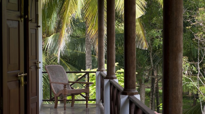 Ocean's Edge Villa - Upstairs veranda