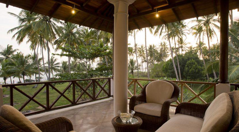 Ocean's Edge Villa - Upstairs veranda sofas