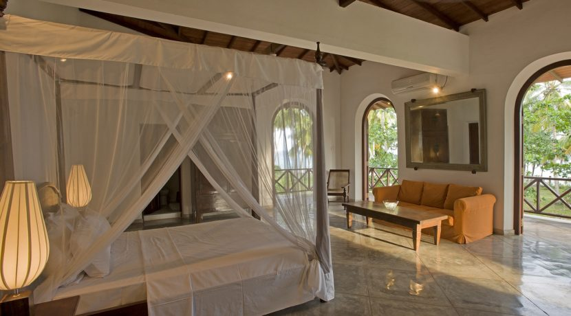 Ocean's Edge Villa - Master bedroom