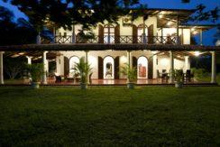 Ocean's Edge Villa - Private VIlla in Srilanka