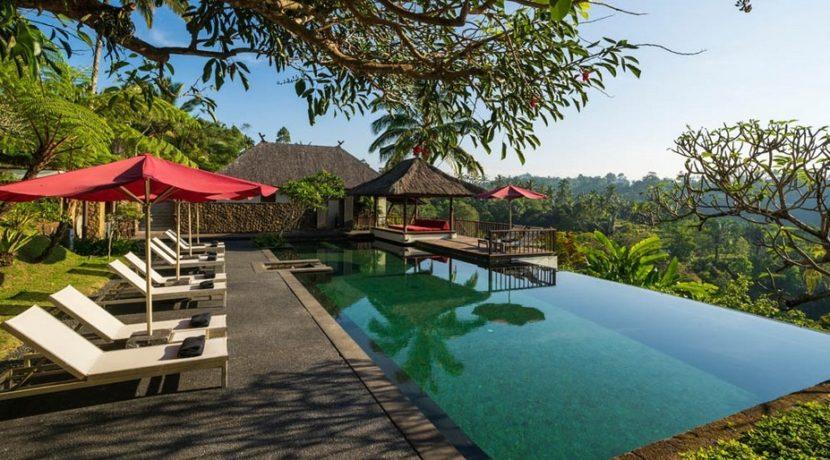 Villa Awan Biru - Pool and Poolside Bale