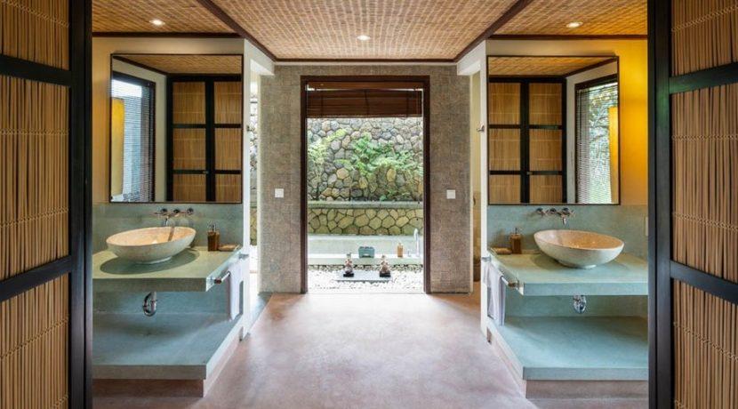 Villa Awan Biru - Bathroom