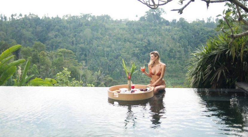 Villa Awan Biru - Floating Breakfast