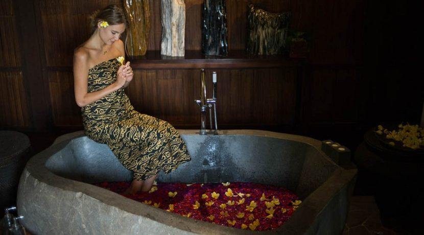 Villa Awan Biru -  Flower Bath