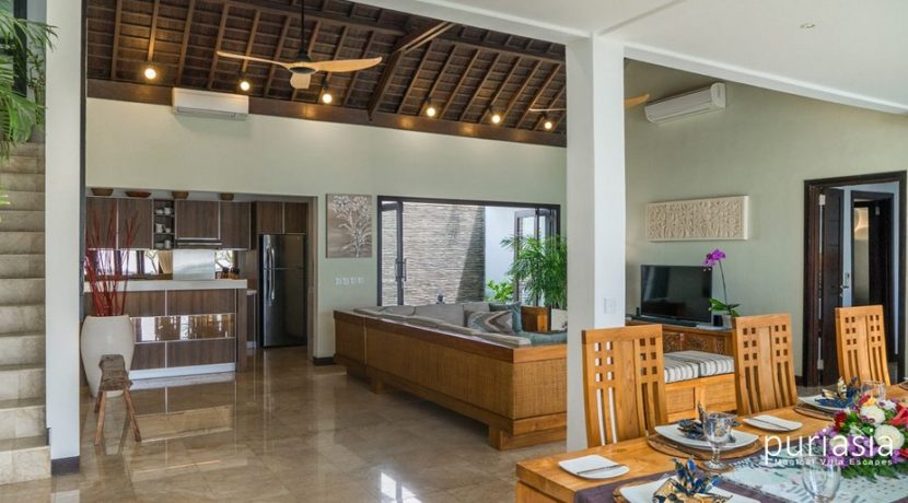 Villa Sunset - Dining and Living Area