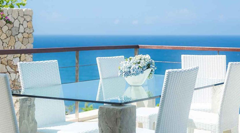 13.-Grand-Cliff-Front-Residence---Dinner-table