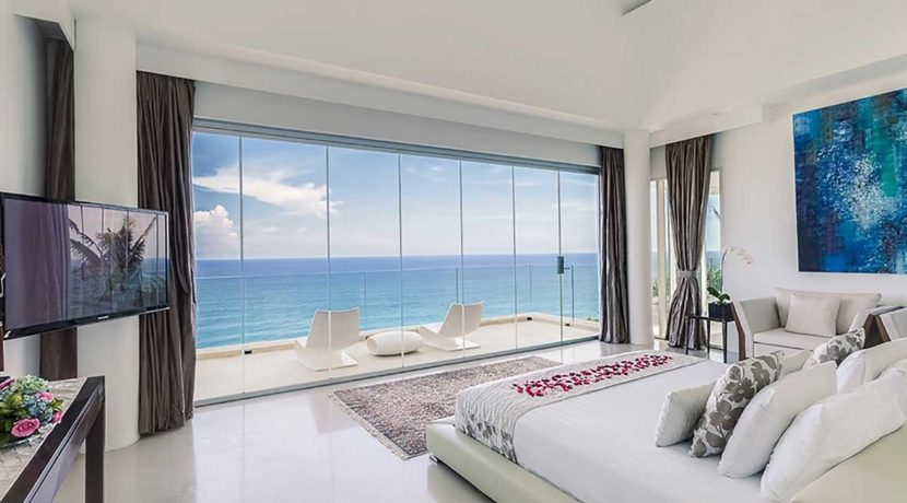 3.-Grand-Cliff-Front-Residence---Bedroom-sea-view-TV