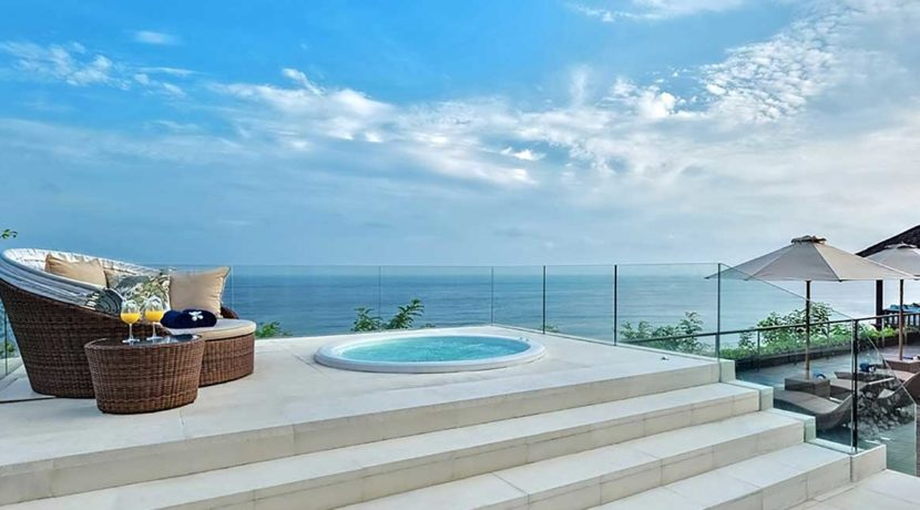 4.-Grand-Cliff-Front-Residence---Jacuzzi-view