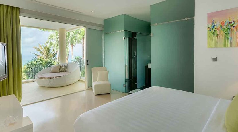 Grand-Cliff-Front-Residence---Green-bedroom