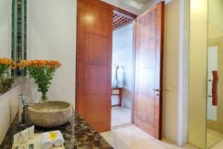 Villa Bidadari Cliffside Estate - Guest Bathroom