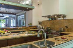 Villa The Luxe Bali - Chef and Kitchen