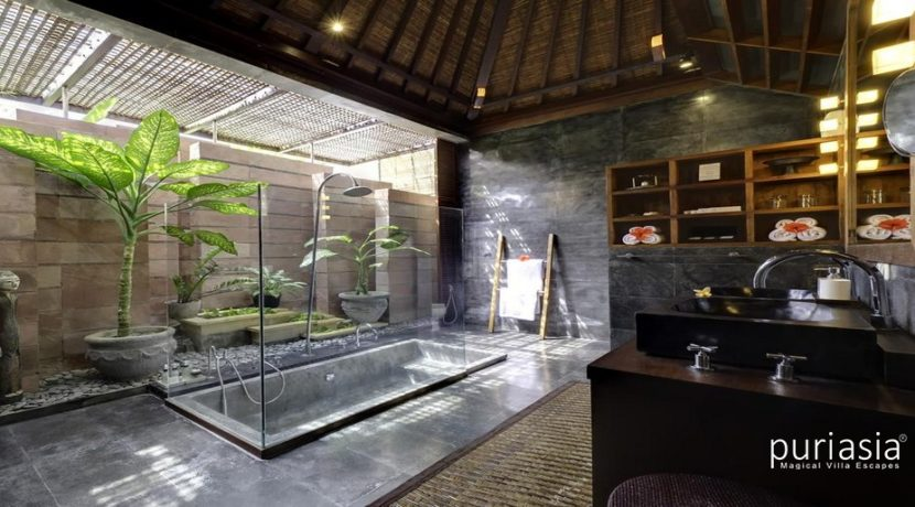 Majapahit Villas - Bathroom