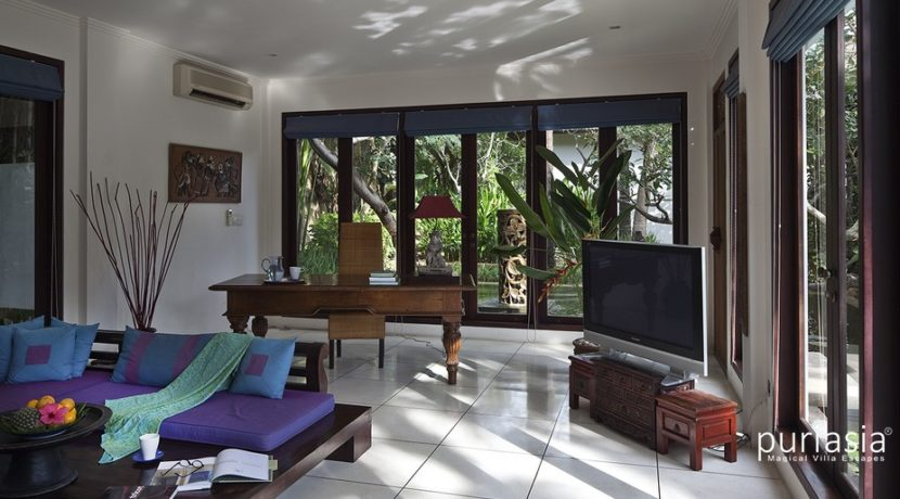Villa Ombak Luwung - Study Room