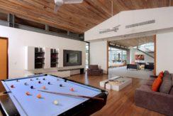 Villa Amarelo - Pool table at entertainment room