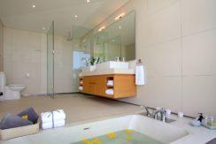Villa Amarelo - Ensuite bathtub