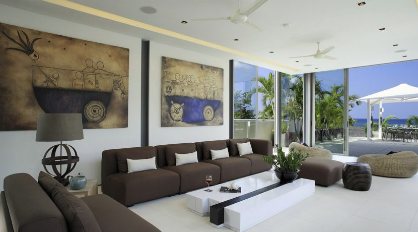 Villa Roxo - Living area and stunning artworks
