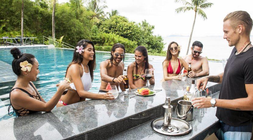 Villa Naam Sawan - Poolside bar