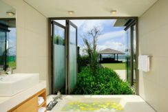 Villa Essenza - Bath paradise view