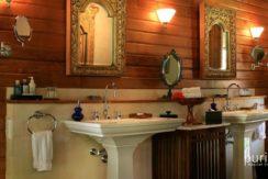 Des Indes Villa One - Bathroom at Pavilion