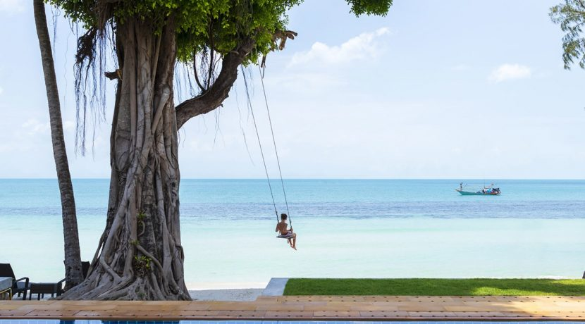 Villa Waimarie - Beach swing in front of the villa