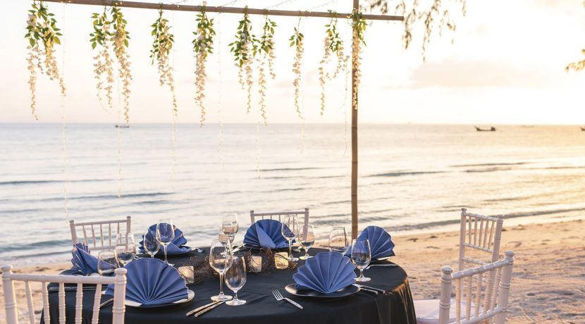 Villa Waimarie - Private beach dining