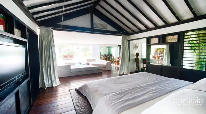 Morabito Art Villa - Canopy Suite Master Bedroom