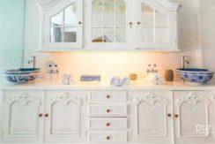 Morabito Art Villa - Damian Hirst
