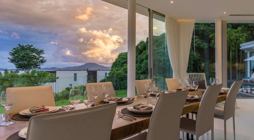 Villa Abiente - Dining area at dusk