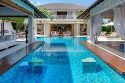 1.-Jajaliluna---pool-between-media-and-dining-rooms