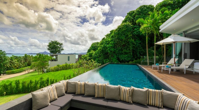 Villa Abiente - Poolside relaxation