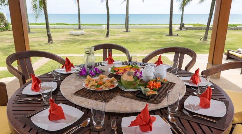 Villa Jia - Dining table and appetising food