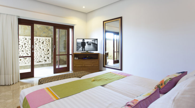 19. Villa Bayu Gita Beachfront - Downstairs back bedroom