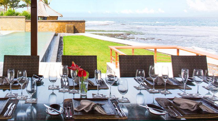 2.-Villa-Bayu-Gita-Beachfront---Open-air-dining