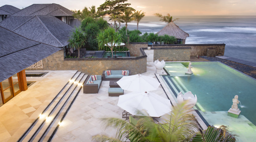 23. Villa Bayu Gita Beachfront - Pool and deck