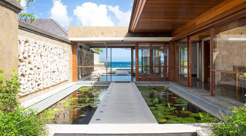 26.-Villa-Bayu-Gita---Beachfront---Path-across-pond