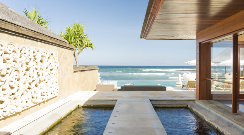 3. Villa Bayu Gita Beachfront - Pathway to deck